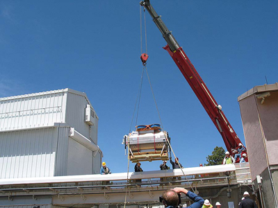 The APOGEE instrument arrives at the observatory
